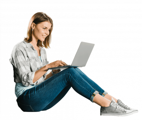 בחורה לומדת באינטרנט
